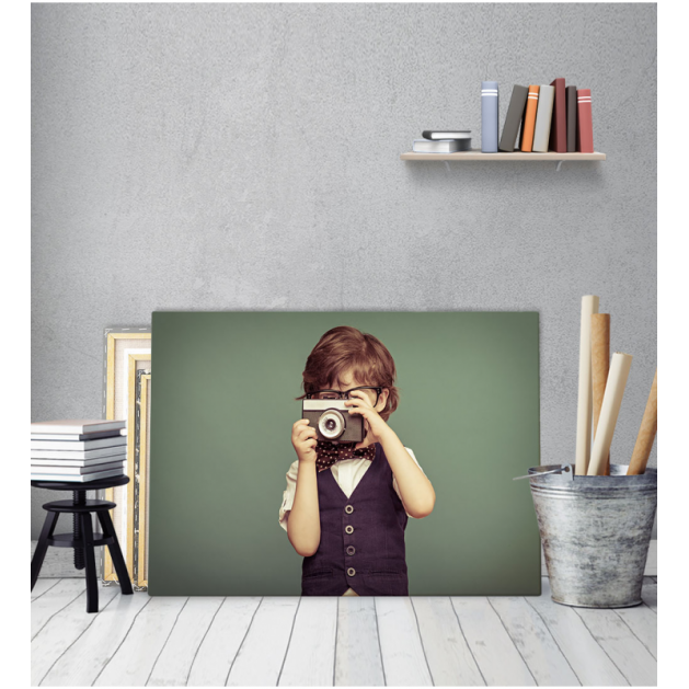 Πίνακας Καμβάς Παιδί με παλιά φωτογραφική μηχανή vintage